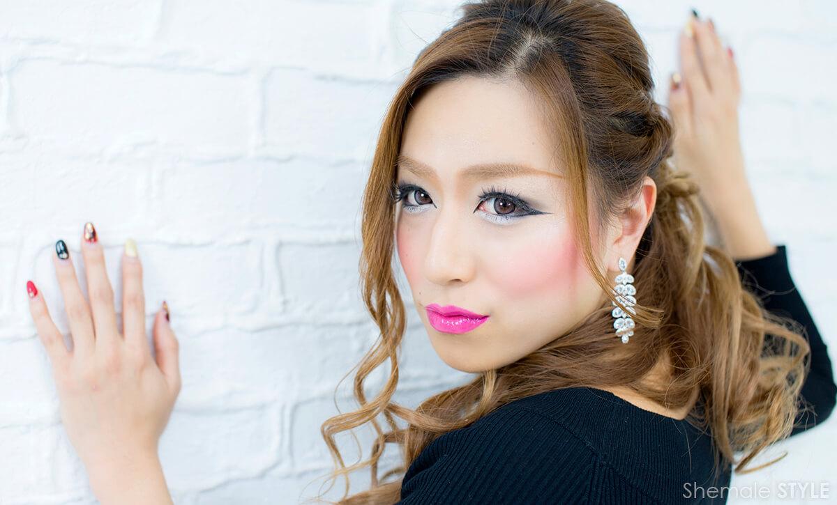 浅田 麻ー子のグラビア画像