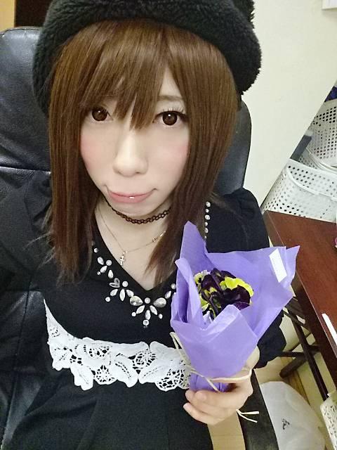 紫のお花が似合うらしいお(*´∀`)ノ