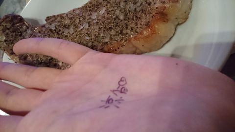 お肉食べるの(ヾ(´・ω・`)♀
