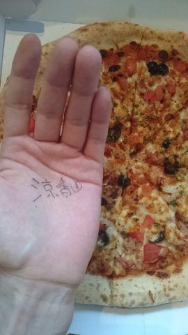 ピザ食べてパワーアップする(ヾ(´・ω・`)♪