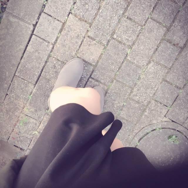 スカートが…