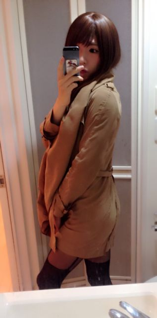 コートの中はハダカ♡