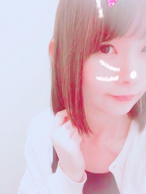 寒いからカーディガン羽織ってる〜❀.(*´▽`*)❀.